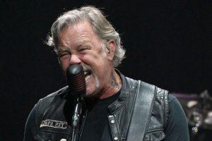 Ο James Hetfield τραγουδάει SLAYER ενώ οδηγεί!