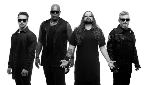 "SEPULTURA unveils ""Quadra"" album artwork, performs new song ""Isolation"" for first time"