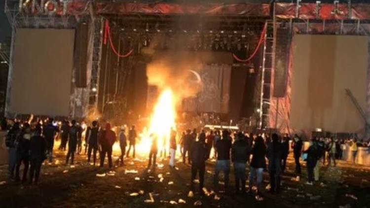 KNOTFEST Mexico canceled after fans rush the stage, breaking barricades. SLIPKNOT cancel show and issue statement!