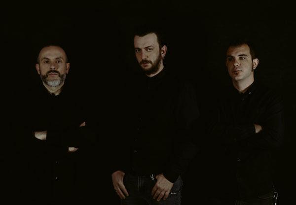 "NIGHT RESIDENT: Κυκλοφόρησαν το νέο τους άλμπουμ ""Darkness Is My Home""."