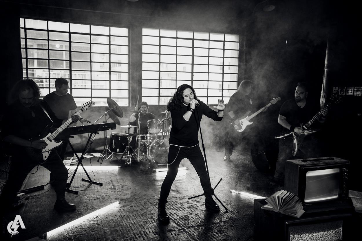 ILLUSORY: Κυκλοφόρησαν τρέιλερ για το τραγούδι τους «Ashes To Dust» με την συμμετοχή του ηθοποιού Γρηγόρη Βαλτινού.