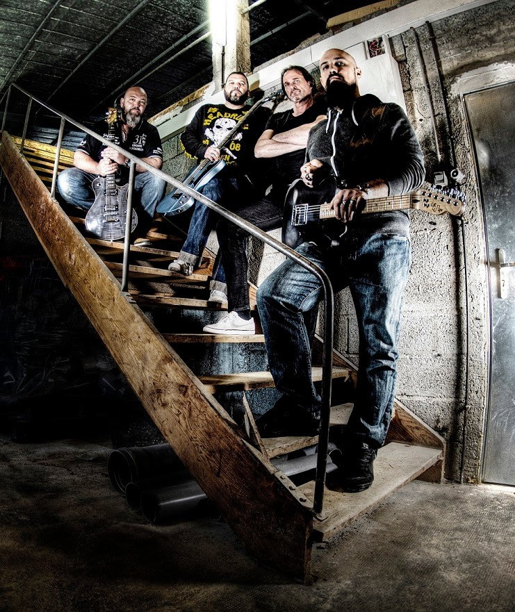 "SMOKEHEADS: Υπέγραψαν συμβόλαιο με την Wormholedeath και ανακοίνωσαν το νέο τους άλμπουμ ""Never Prick My Pickles""."