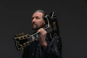 """SILVER LAKE by ESA HOLOPAINEN, released new music video for """"Sentiment"""" feat. Jonas Renkse and revealed international chart results."""